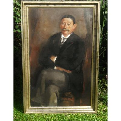 vvImposing portrait with oil, in foot signed L&eacute;on Devos ( 130 x 80 cm ) presented in a frame 1930 -<br /> <br /> <br /> &nbsp;Famous Belgian painter, post-impressionist ( 1897 - 1974 ) excelling in nude, portraits and intimate scenes -<br /> <br /> &nbsp;Founder of the group Nervia - Enlisted war volunteer at . 17. or else he found his vocation as a painter -&nbsp;<br /> <br /> Student at the Academies of Mons, Brussels then professor and director of the Academy of Brussels -&nbsp;<br /> v<strong>Tr&egrave;s bon &eacute;tat de conservation -<br /> <br /> Vendu en l&#39;&eacute;tat, cf photos &agrave; bien visionner-</strong><br /> <br /> <strong>Possibility to pay by bank transfer -</strong><br /> <br /> <br /> In 1960, his palette became more supple and his colour more vigorous. Author with J. Maes, of a titanic order: the historical painting The Oath of King Leopold III for the Palace of Nations.&nbsp;<br /> <br /> Numerous awards and distinctions: Hainaut Prize (1932) and Carnegie Garden Club Prize (1950). Member of the Royal Academy of Belgium (1957Imposing portrait with oil, in foot signed L&eacute;on Devos ( 130 x 80 cm ) presented in a frame 1930 -<br /> <br /> <br /> &nbsp;Famous Belgian painter, post-impressionist ( 1897 - 1974 ) excelling in nude, portraits and intimate scenes -<br /> <br /> &nbsp;Founder of the group Nervia - Enlisted war volunteer at . 17. or else he found his vocation as a painter -&nbsp;<br /> <br /> Student at the Academies of Mons, Brussels then professor and director of the Academy of Brussels -&nbsp;<br /> <br /> In 1960, his palette became more supple and his colour more vigorous. Author with J. Maes, of a titanic order: the historical painting The Oath of King Leopold III for the Palace of Nations.&nbsp;<br /> <br /> Numerous awards and distinctions: Hainaut Prize (1932) and Carnegie Garden Club Prize (1950). Member of the Royal Academy of Belgium (1957Imposing portrait with oil, in foot signed L&eacute;on Devos ( 130 x 80