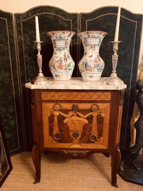 Paire De Vases En Porcelaine De Bayeux.