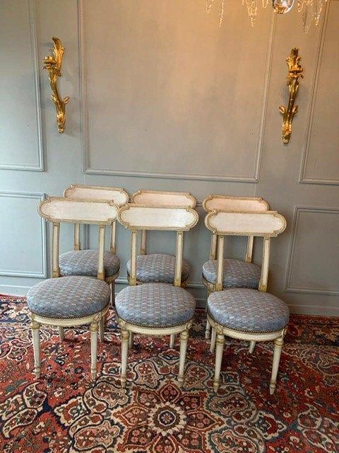 Suite De Six Chaises Rondes De Style Louis XVI
