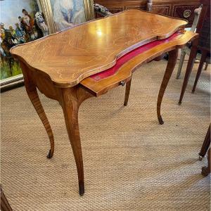 Table à écrire De Style Louis XV En Marqueterie.