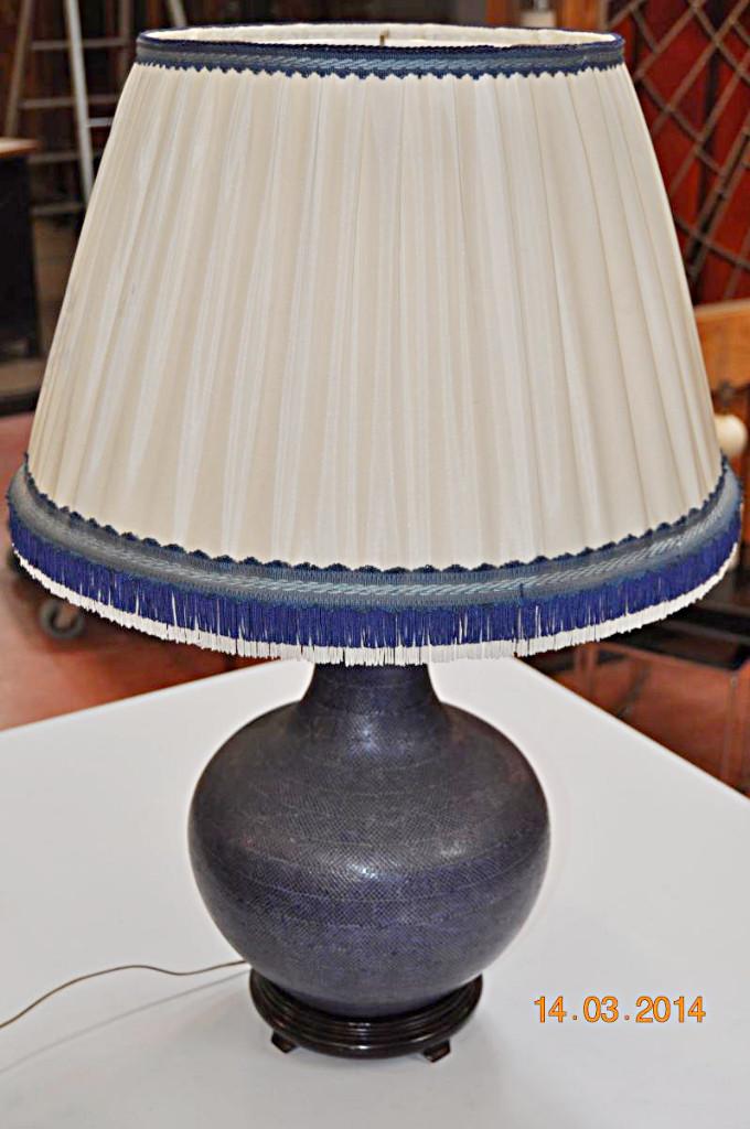 Lampe En Ceramique Recouverte De Cuir Bleu