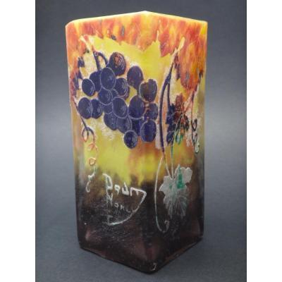 DAUM  Nancy Vase à décor de pampres de vigne et  grappes de raisin  ART NOUVEAU