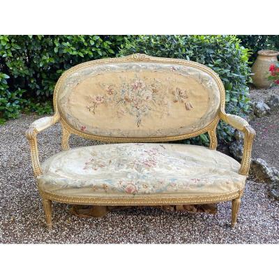 Petit canapé en bois doré et sculpté Tapisserie d' Aubusson de style Louis XVI époque XIXe