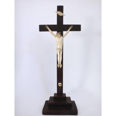 Crucifix Christ Janseniste en os sculpté  Epoque XVIIIeme