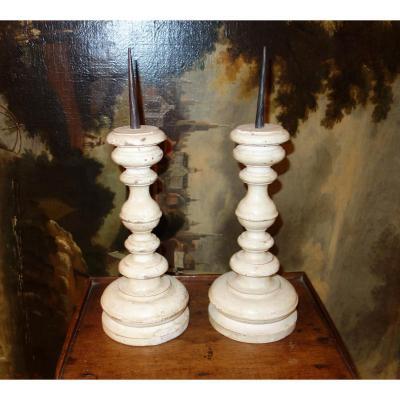 Paire de pique cièrges en bois tourné Italie 18ème siècle