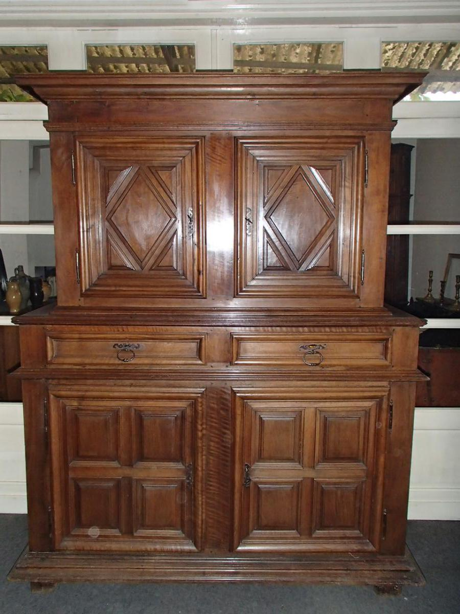 armoire 2 corps d 39 poque louis xiii buffets enfilades. Black Bedroom Furniture Sets. Home Design Ideas