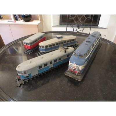 4 Model Trains