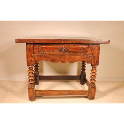 Table Espagnol En Noyer Circa 1600