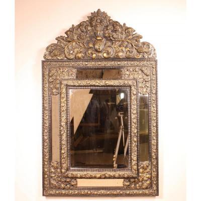 Important Miroir Du 19° Siècle Des Pays Bas En Laiton Repoussé