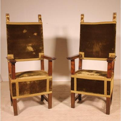 Pair Of Italian Armchairs In Walnut Circa 1600-renaissance Period
