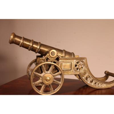 Petit Canon De Table Anglais  en Bronze