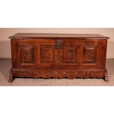 Spanish Chest From The 17th Century In Oak  From  The Kingdom Of Castille
