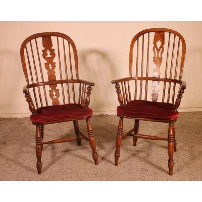 A Near Pair Of English Windsor Armchairs From The 19th Century