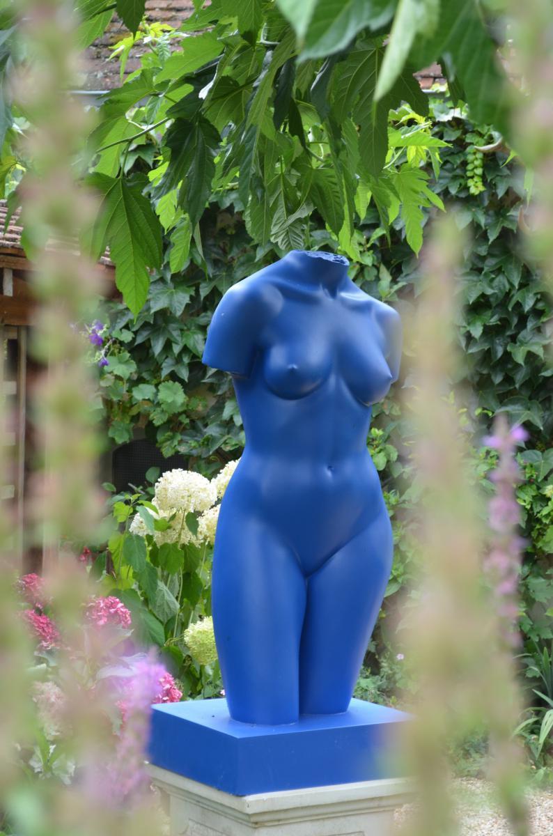 """Grande Sculpture Moderne En Résine """"femme Bleue"""" XXè"""
