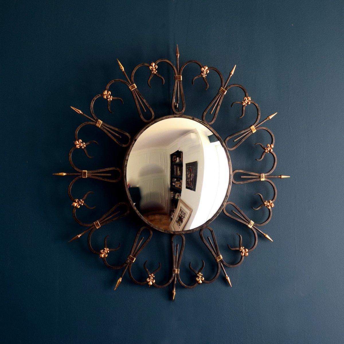 Miroir sorcière en fer forgé et bronze Années 50