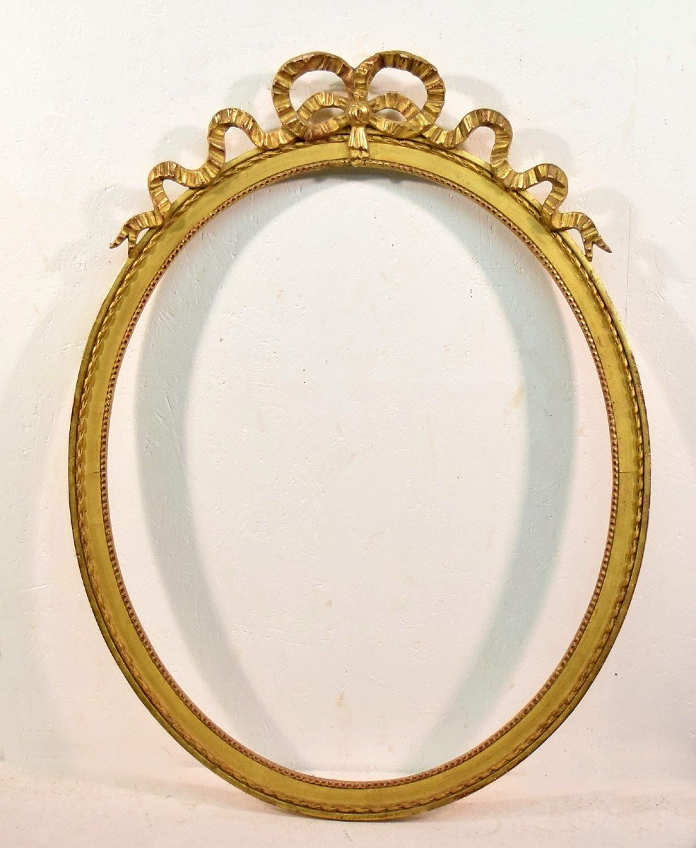 Cadre ovale de style Louis XVI