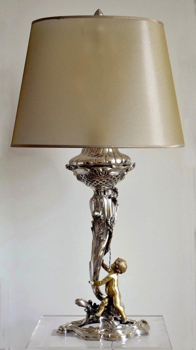 Grande lampe Bronze argenté et doré Décor d'amour Ht.83 cm