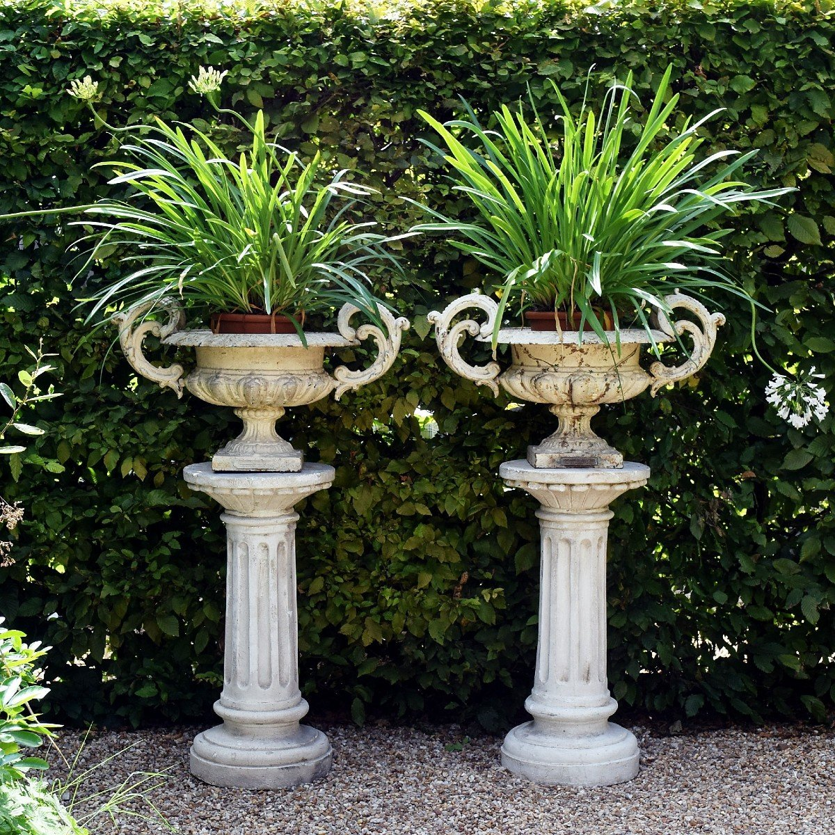 Grande paire de vases modèle Chambord Val d'Osne sur colonnes -photo-2