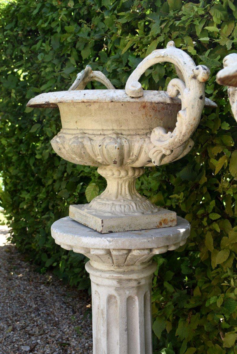 Grande paire de vases modèle Chambord Val d'Osne sur colonnes -photo-6