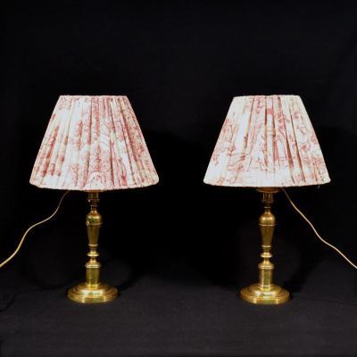 Paire De Lampes Bougeoirs En Bronze Abat-jour Toile De Jouy