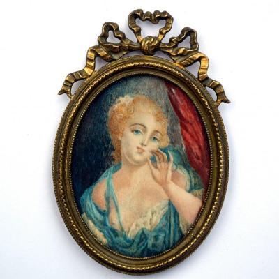 Miniature sur ivoire Courtisane au sein nu