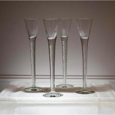 Suite de quatre verres twist en cristal XIXè