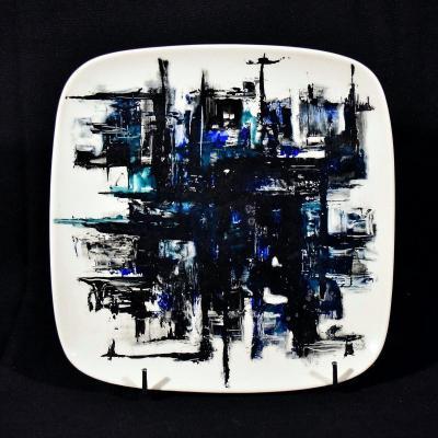 Plat moderniste en céramique signé Jacqueline Monfort