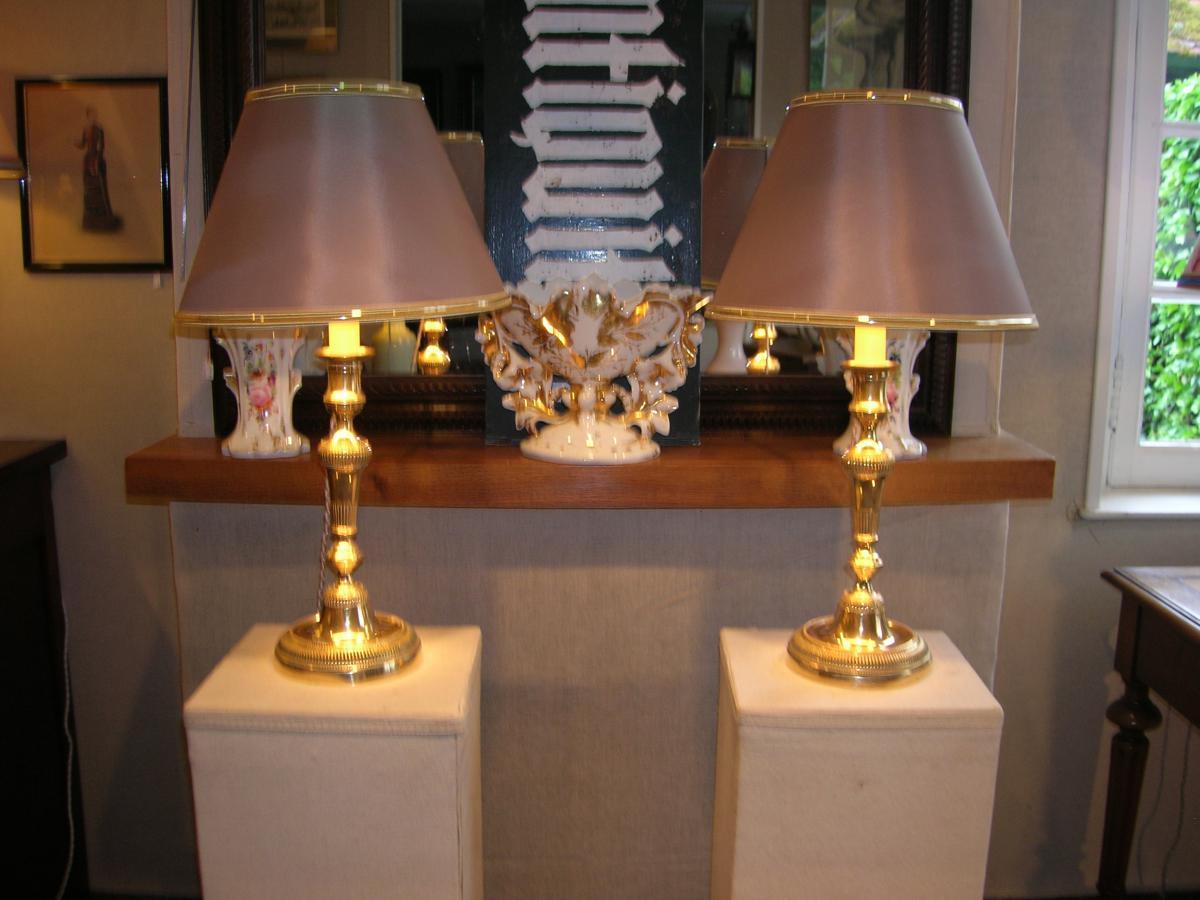 Paire De Bougeoirs Bronze Montés En Lampes Fin XVIII Em