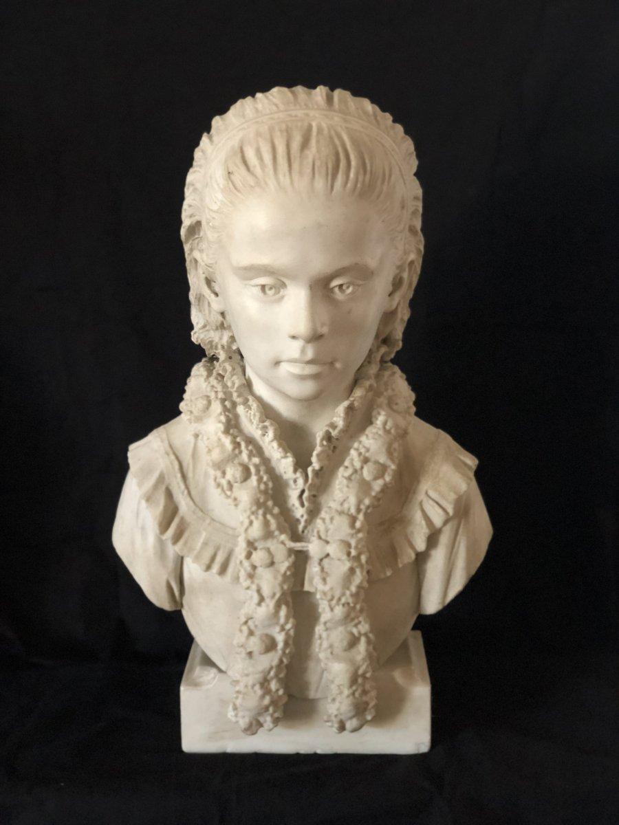Buste De Jeune Fille En Marbre Blanc
