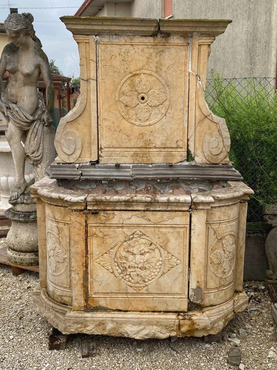 Fontaine Murale En Marbre d'époque Louis XIV