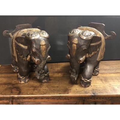 Paire d'éléphants En Bois Sculpté
