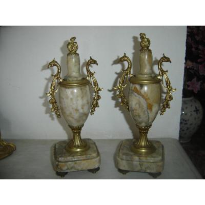 Paire De Cassolettes En Marbre Et Bronze Doré 19 Eme A Décors d'Aigles