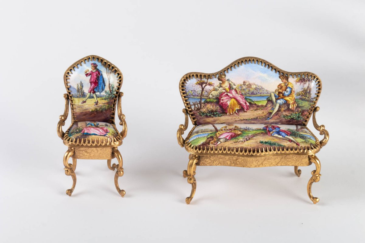 Miniature Représentant Un Ensemble De Salon En émail De Vienne, XIX ème .-photo-1