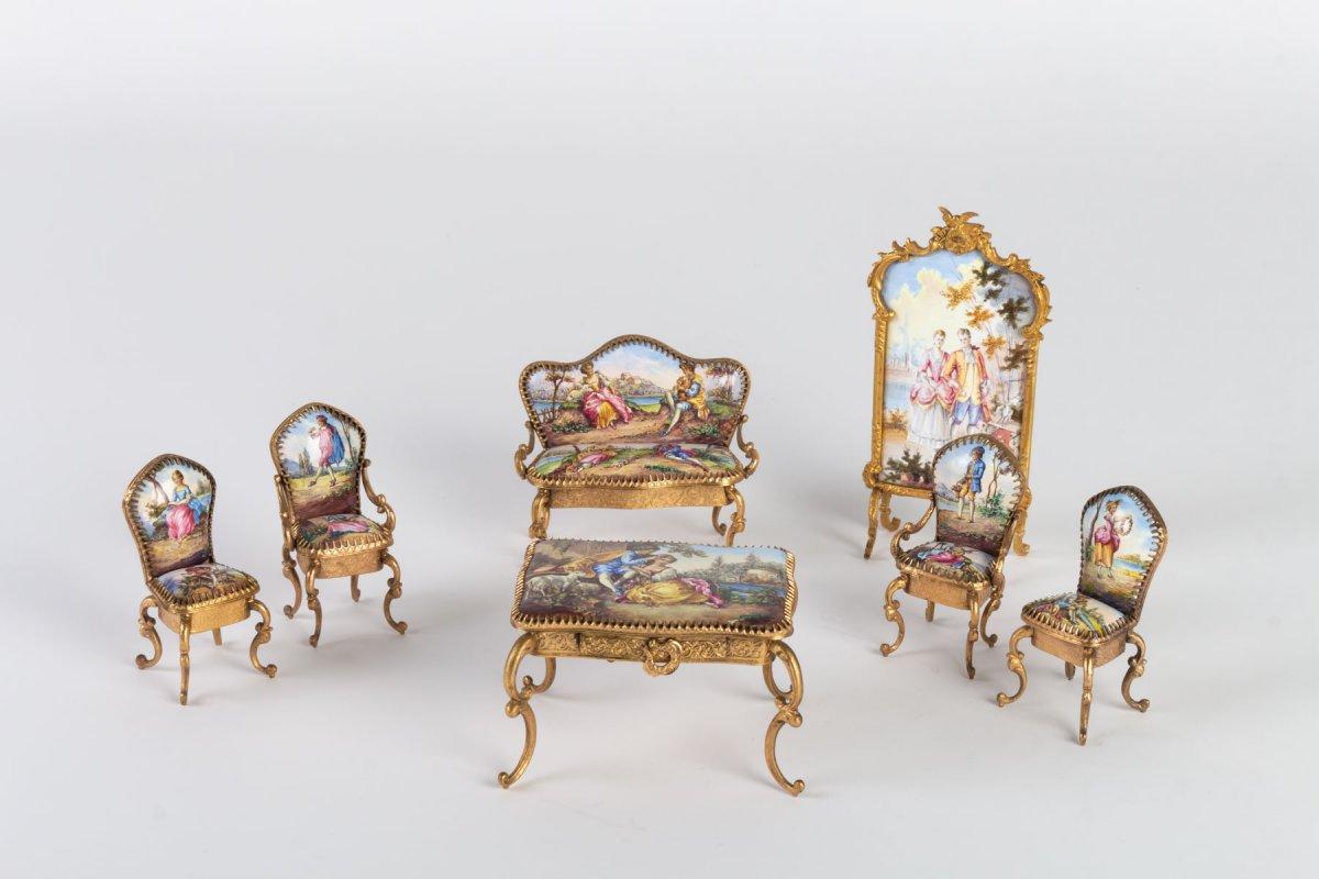Miniature Représentant Un Ensemble De Salon En émail De Vienne, XIX ème .