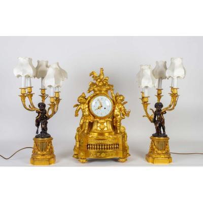 Garniture De Cheminée En Bronze Doré, Pendule Signée De Balthazar. Epoque Napoléon III