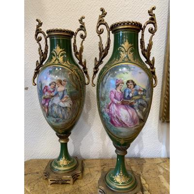 Paire De Vases En Porcelaine De Sèvres à Décor De Scènes Galantes, époque Napoléon III