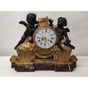 Une Pendule Aux Amours En Bronze Doré Fin XIXème Siècle