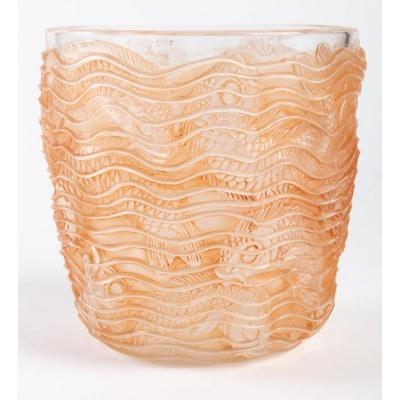 René Lalique :vase « Dauphins » Verre  Patiné Sienne