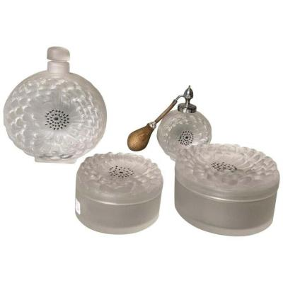"Lalique France garniture de toilette modèle ""dahlia"""