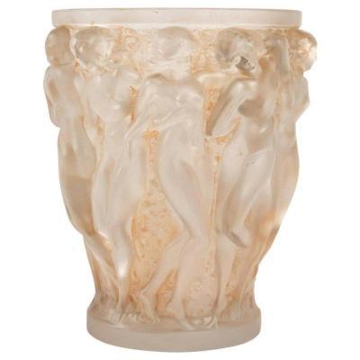 """René Lalique (1860-1945) Vase modèle """"bacchantes"""", patine sienne"""