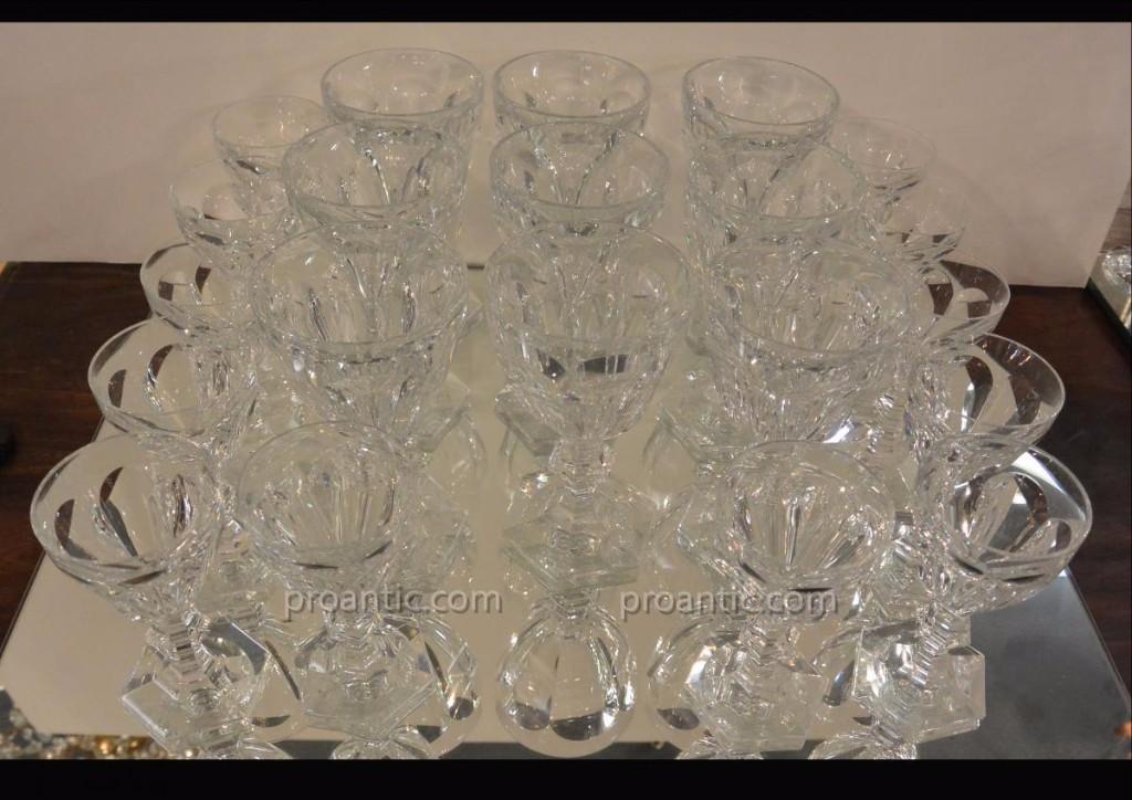 Baccarat  Modèle Harcourt 9 Verres à Eau Et 12 Verres à Vin Blanc