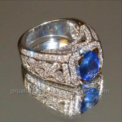 Ring In 18k White Gold, Sapphire And Diamonds From Ceylon