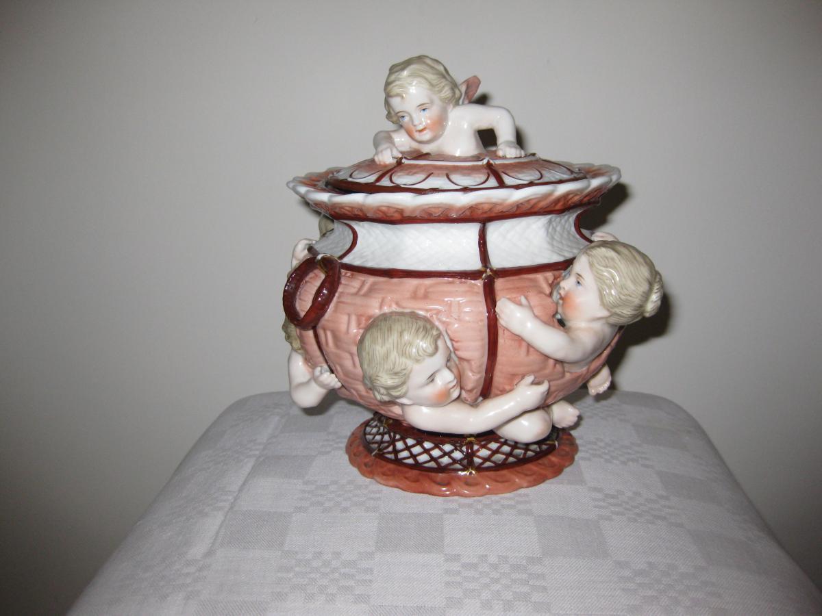 Vase Couvert En Porcelaine de K.P.M.