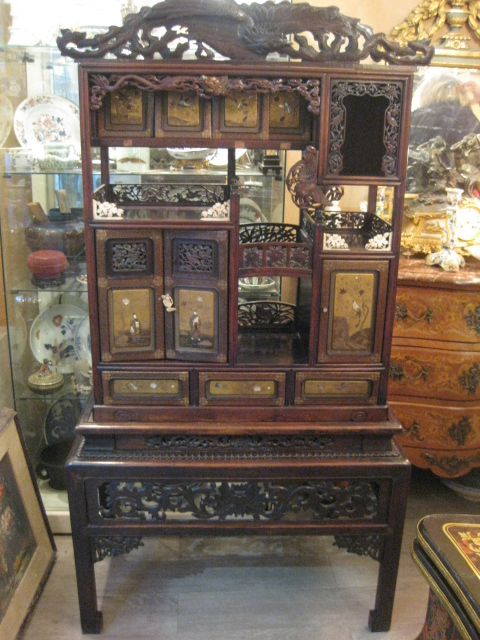 Cabinet japonais en laque et nacre et bois sculpte epoque Meuble japonais ancien