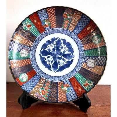 Plat Imari En Porcelaine à Décor Floral Bleu Au Centre , Japon