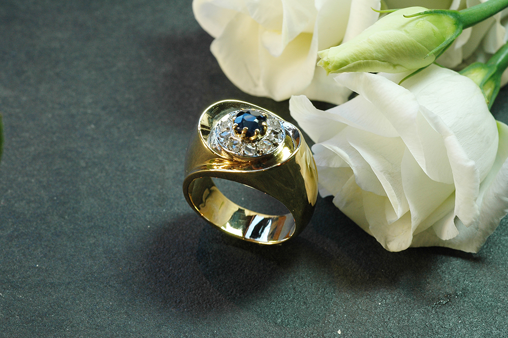 Ring In Yellow Gold Sapphire And Diamonds Old Size
