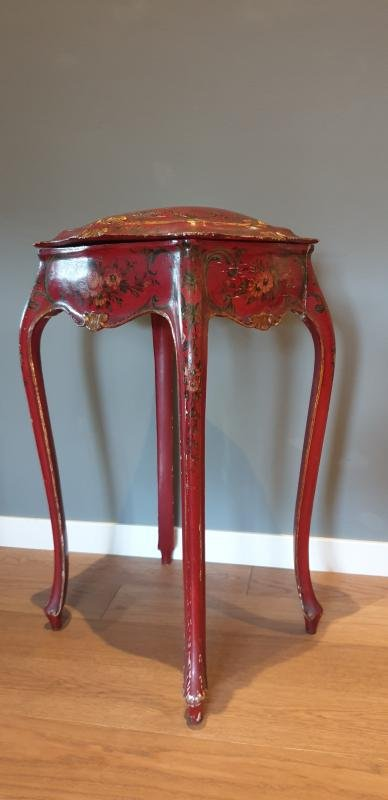 Small Venetian Table With Curved Lacquer