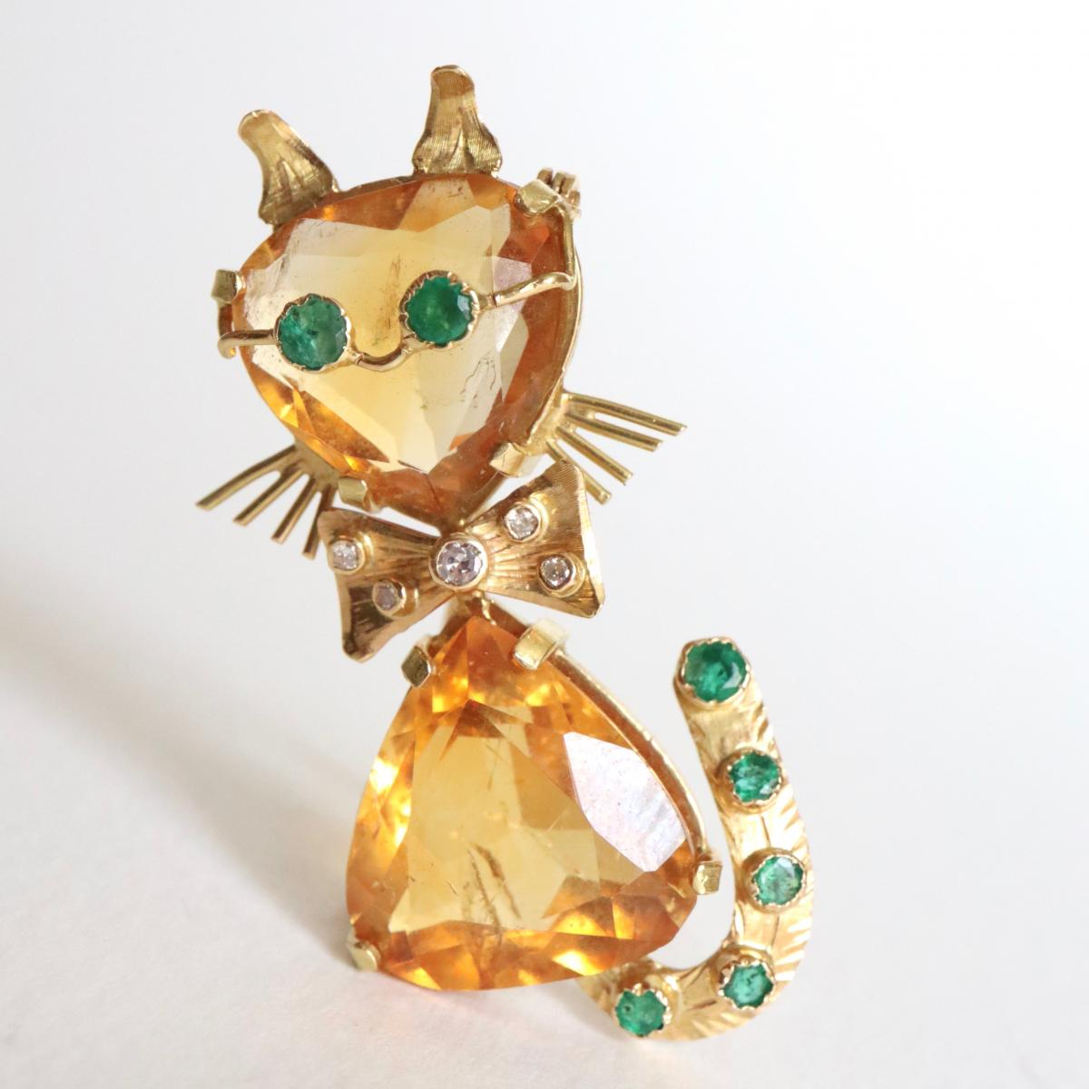Pin Representing A Cat In 18 Kt Yellow Gold, Citrines, Diamonds And Emeralds