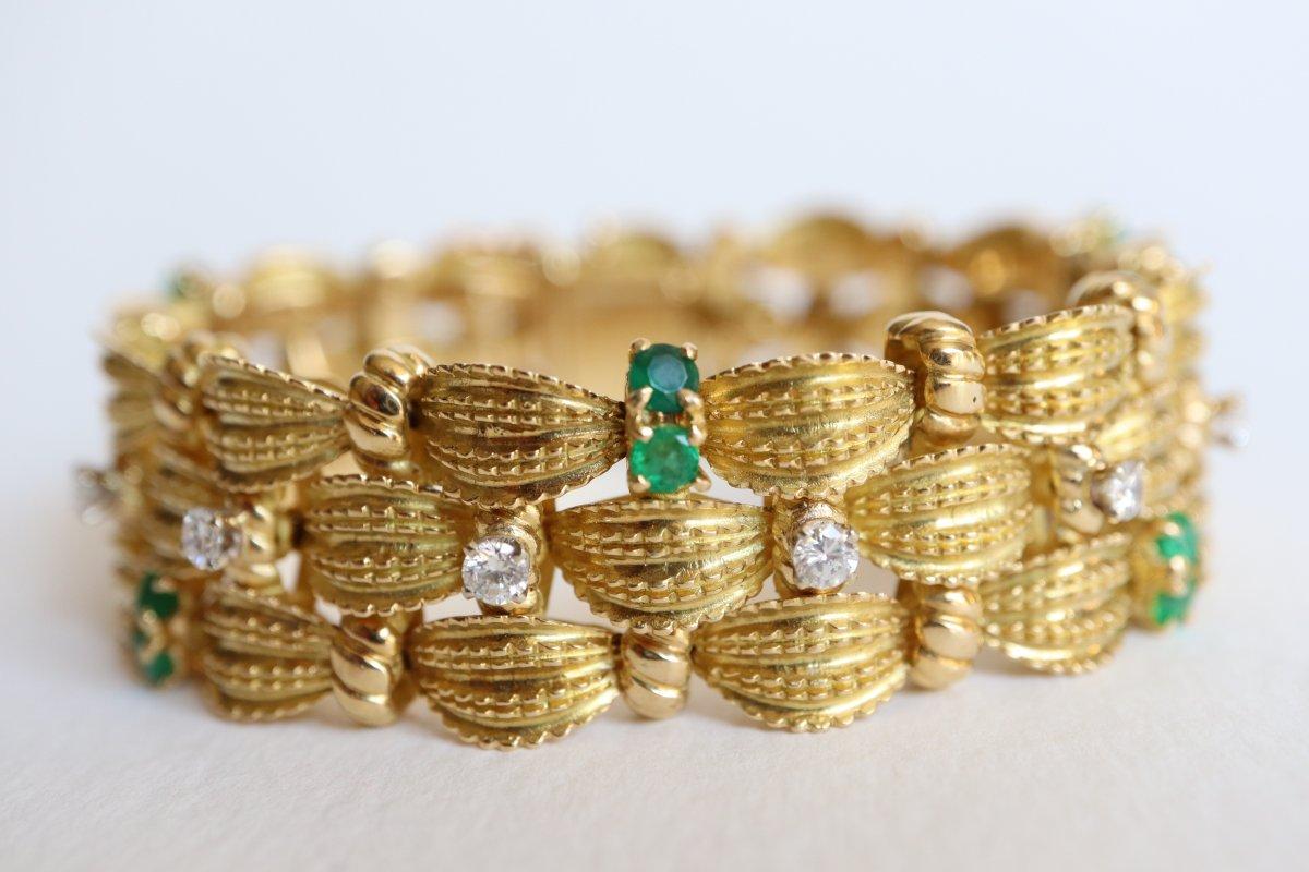Bracelet Vers 1960 Articulé En Or Jaune 18 Carats Motif De Tresses  Diamants émeraudes