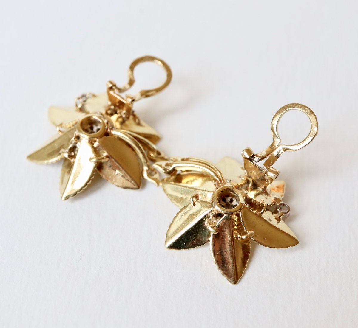 Flower Clip Earrings In 18 Kt Yellow Gold And Diamonds-photo-3